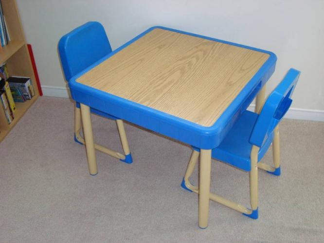 Toddler Play Table 2 Chairs